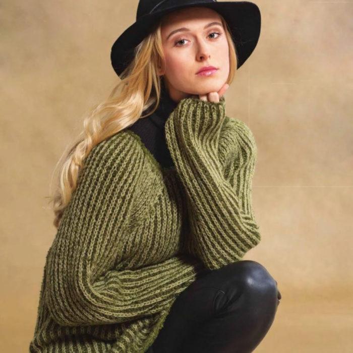 Вязание для женщин Пуловер спицами покроя реглан с двухцветным патентными узором