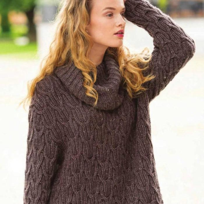 Вязание для женщин Свободный пуловер спицами с резинкой из кос