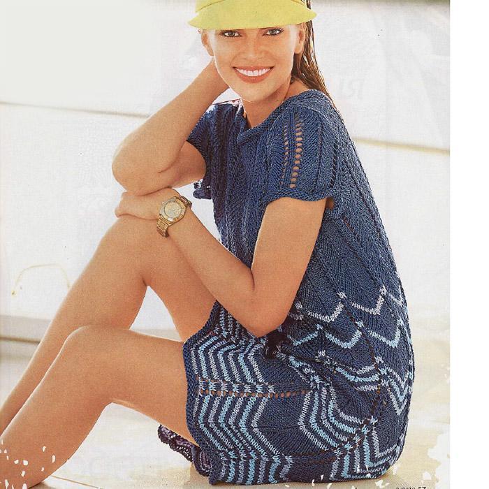Летнее платье волнистым узором спицами из хлопка