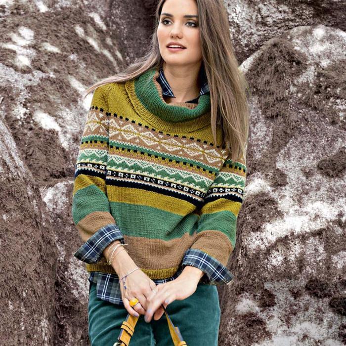 Жаккардовый пуловер спицами с воротником гольф