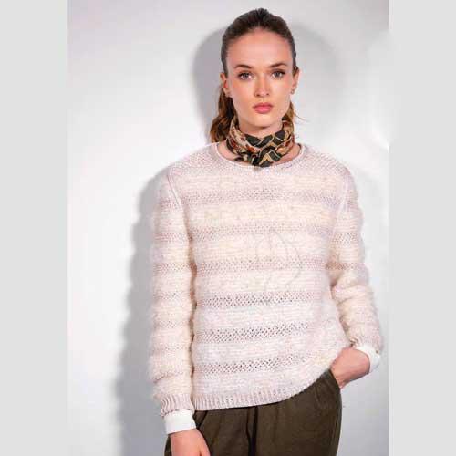 Вязание для женщин. Пуловер спицами с ажурными полосками