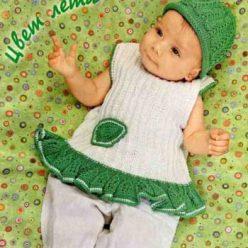 Вязание для малышей. Платье спицами из белой и зеленой пряжи