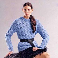 Вязание для женщин. Пуловер спицами крупными косами