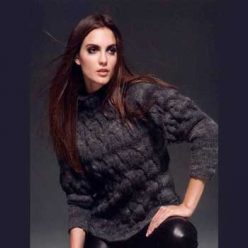 Вязание для женщин. Красивый пуловер спицами с косами