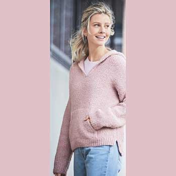 Вязание для женщин. Розовый пуловер спицами с капюшоном и карманом-кенгуру