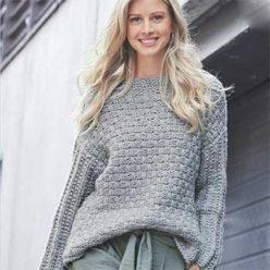 Вязание для женщин. Пуловер спицами пастельно-голубого цвета