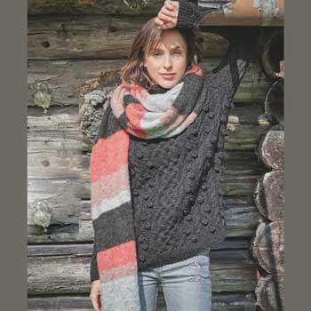 Вязание для женщин. Темно-серый пуловер спицами с «шишечками» и объемный шарф спицами