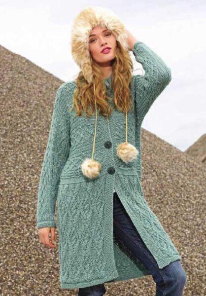 Вязание для женщин пальто с арановыми узорами спицами из альпаки