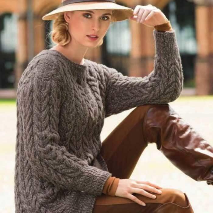 Вязание для женщин Пуловер спицами с узором из кос