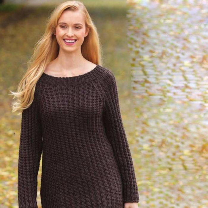 Вязание для женщин Коричневый пуловер спицами покроя реглан и сумка