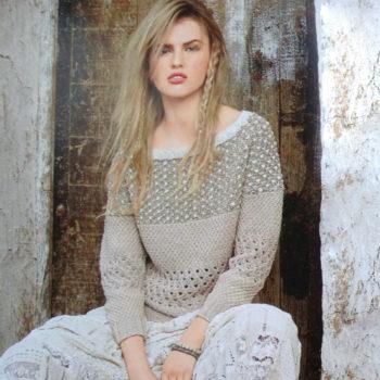 Вязание для женщин. Пуловер спицами с полосами узоров
