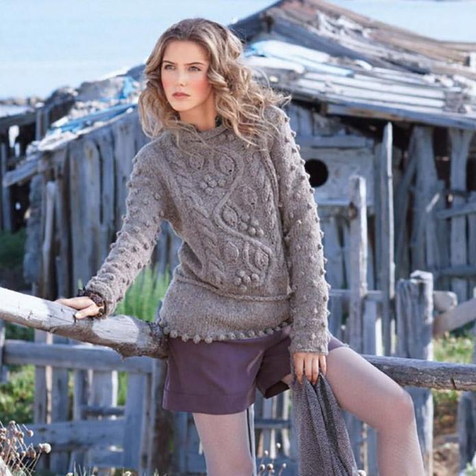 Пуловер спицами из мериноса с шишечками