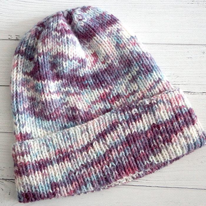 Модная и простая шапка по кругу резинкой из мериносовой пряжи, мастер класс