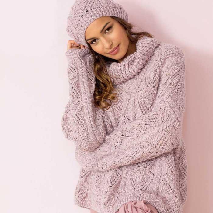 Вязание для женщин. Пуловер спицами с ажурным узором из «кос» и шапка