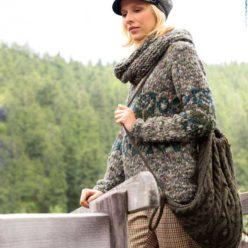 Вязание для женщин. Меланжевый пуловер и шарф-петля