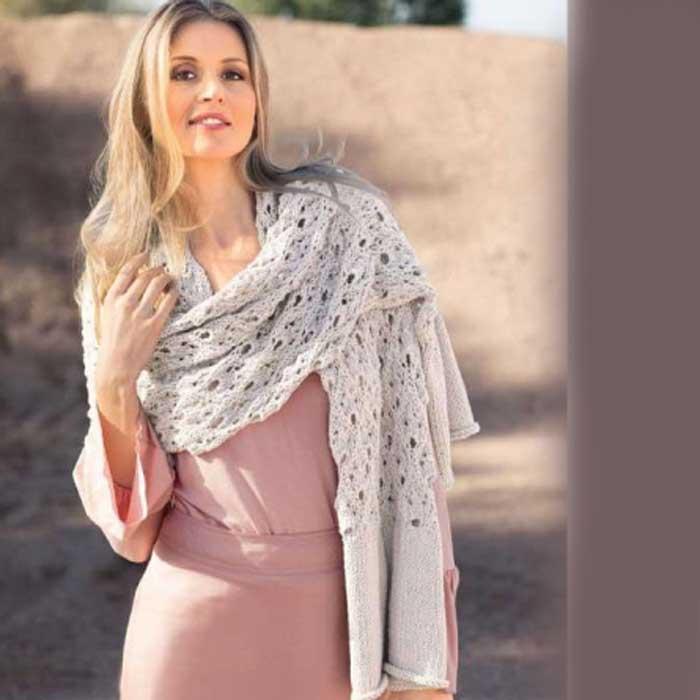 Вязание для женщин. Светло-серый шарф спицами