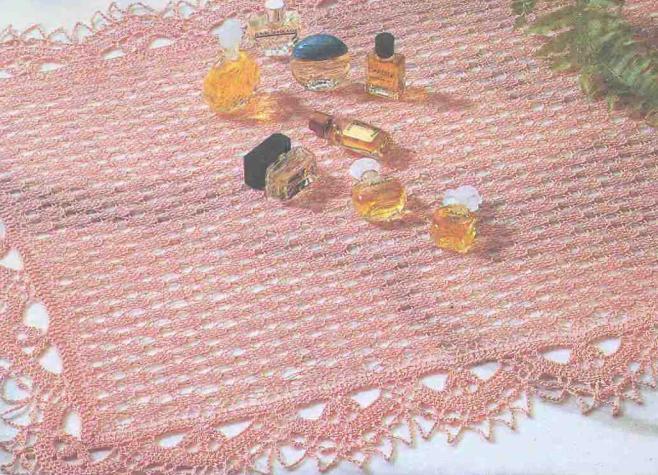 Квадратная салфетка спицами «Цветение вишни»