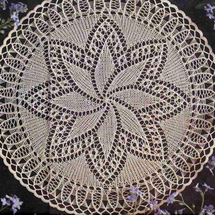 Круглая салфетка спицами «Орхидея»