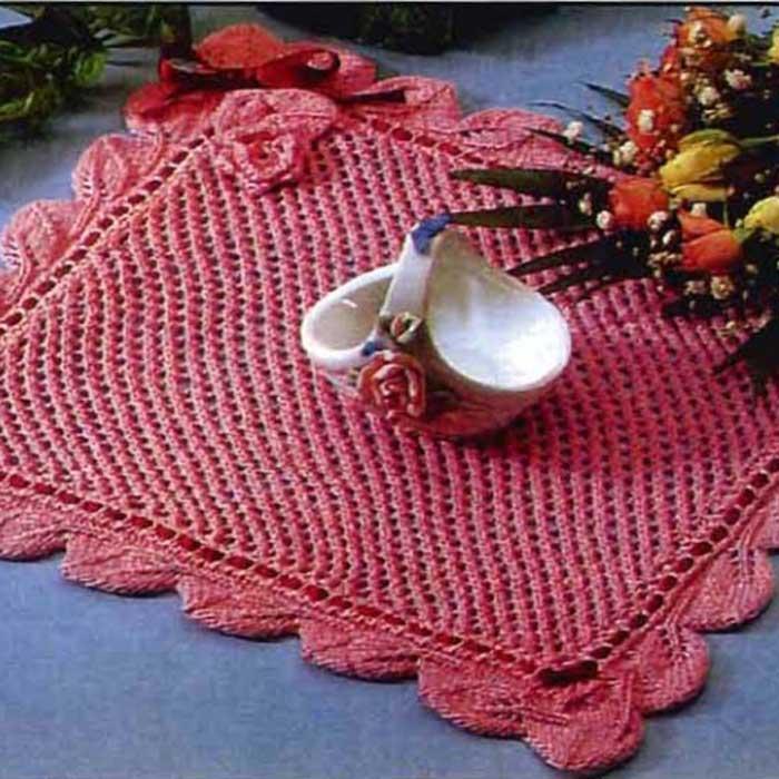 Розовая салфетка спицами «Коралл»
