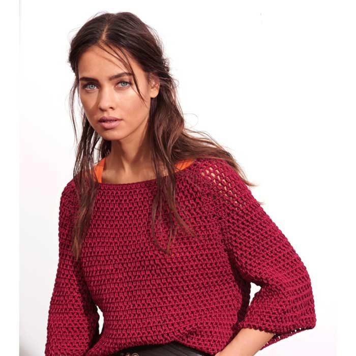Вязание для женщин. Красный пуловер крючком реглан